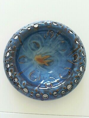 Beautiful Celtic Glazed Pottery Dish • 8£