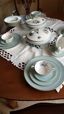Beautiful ROYAL WORCESTER DINNER SERVICE. Woodland Design. • 90£