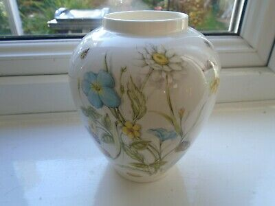 Aynsley Natures Delights Bulbous Floral Vase  With Insects • 4.99£