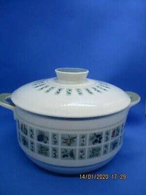 Royal Doulton  Tapestry  Cassarole Dish With Lid • 11.99£