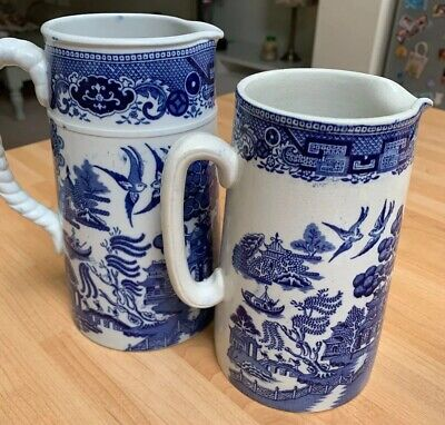 Set Of 2 Vintage Willow Pattern Tall Jugs • 20£