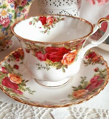 Royal Albert Old Country Roses Older Style Vintage China Tea Cup & Saucer Duo  • 5.99£