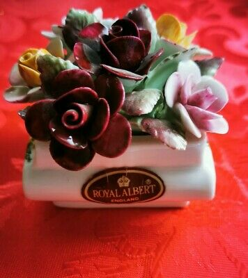 Royal Albert Country Rose Miniature Flower Basket With China Flowers Display.  • 6£