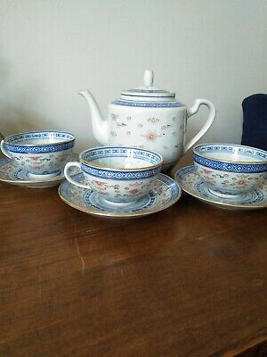 Chinese Tea Pot, Three Cups And Saucers Blue And White • 9£