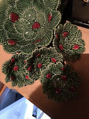Fabulous Strawberry Leaf Serving Bowl With Four Small Dessert Bowls • 15£