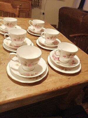 Queen Anne Bone China Cups And Saucers • 10£
