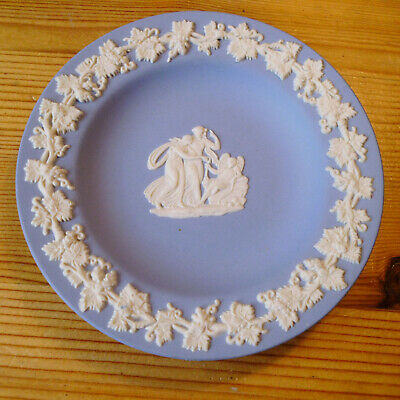 For Collectors....small Blue & White Wedgwood Pin Dish  • 1.25£
