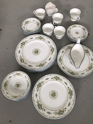 Wedgwood Petersham Bone China 37 Pieces Excellent Condition • 125£