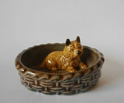 WADE DOG IN A BASKET - GOOD CONDITION 80mm ACROSS • 5.75£