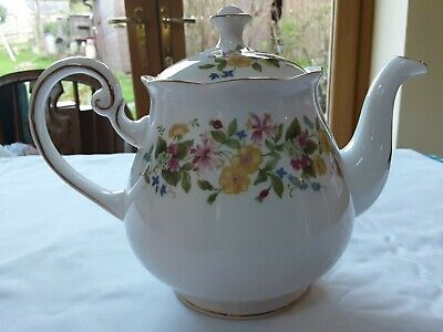 Colclough Hedgerow Teapot • 18£