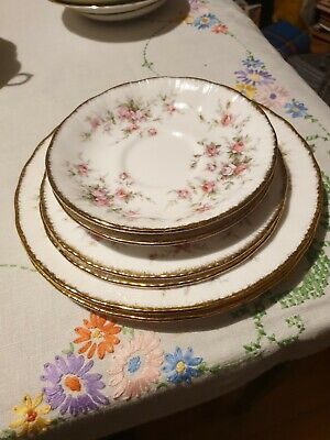 Paragon Victoriana Rose 2 X Side Plats And 2 X Saucer & 2 X Salad/Desert Plates • 8.50£
