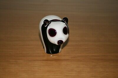 Attractive Art Glass Panda Paperweight  • 10.23£