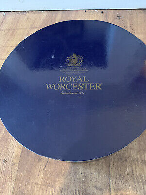 Royal Worcester Cup And Saucer Set Of 4 • 9.50£