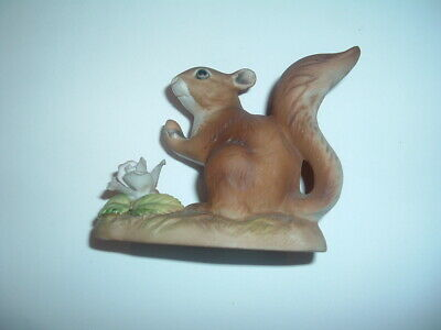 Porcelain World Squirell Ornament • 3£