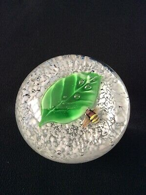 Glass Paperweight ~ Bee On A Leaf ~ 8cm • 10£