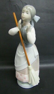 Lladro Figurine - A Clean Sweep,  Girl With Broom - Number 5025 - Mint Condition • 27£