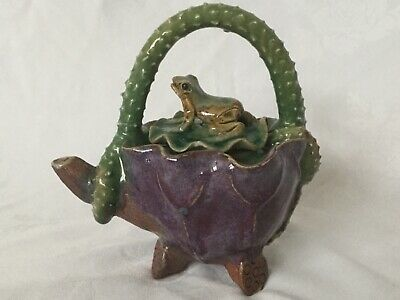 Vintage Chinese Frog Teapot. • 12.99£