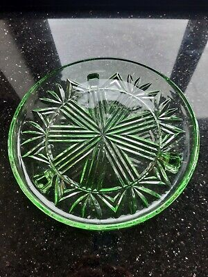 Vintage Pressed Glass Cake Plate On 3 Feet. In A Lovely Crisp Pale Green.  • 6.50£