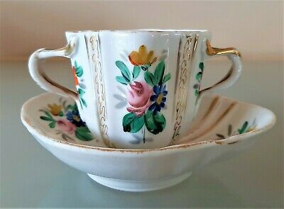 Antique Victorian Twin Handled Cup & Saucer • 9.95£