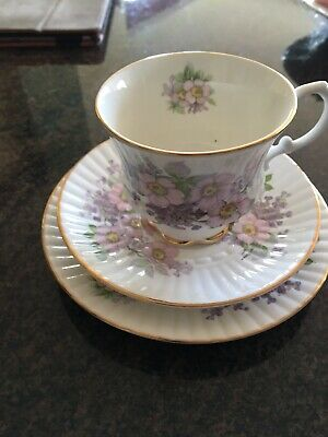 Beautiful Irish China Royal Tara Trio • 4.99£