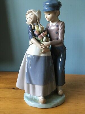 Lladro Dutch Girl And Boy With Tulips 5124 - Rare • 20£