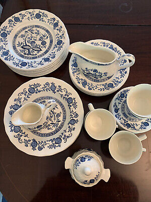 Blue Onion Staffordshire Dinner Service 37 Pieces • 20£