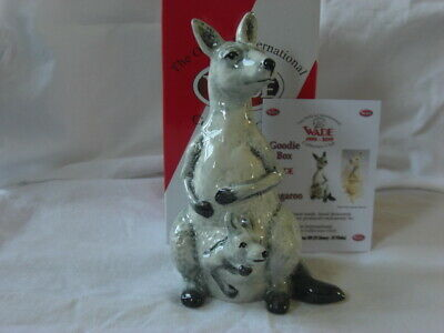 Wade White Kangaroo. Ltd Edition International Wade Collector's Club. 15 X 8 Cm  • 8£