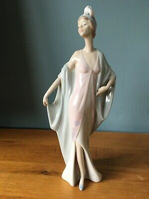 Lladro The Sophisticate #5787- Beautiful Lady In Excellent Condition • 45£