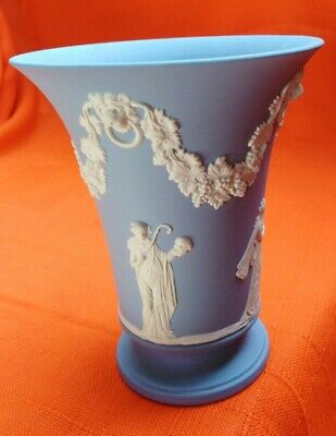 Large Urn Shaped Vase With Vineleaves And Muses By Wedgwood Blue Jasperware • 12.50£