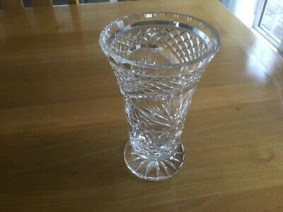 Old Beautiful Cut Glass Vase • 16£