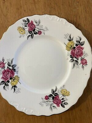 Plate - Royal Vale - Bone China - Made In UK • 2.50£