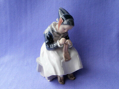 Royal Copenhagen 1314 Amager Girl Sitting Sewing • 19.99£
