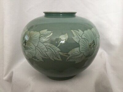 A Korean Vase/Jar, Hand Made. • 23.50£