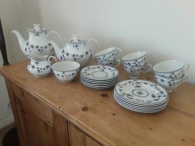 Royal Doulton York Town - Blue And White Ribbed Old Style • 20£