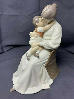 Bing & Grondahl, Figurine Of Mother And Child In A Chair, No. #1552 • 195£