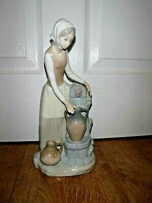 LLADRO NAO Figurine ~ 0136 ~ Girl At A Well Fountain ~ Excellent • 35£