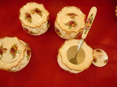 Old Country Roses   1 LIDDED DOROTHY POT / SMALL LIDDED SUGAR + SPOON • 11.99£