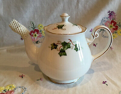 *superb Condition Vintage Colclough Ivy 🎄 Bone China Christmas Tea Set Teapot* • 16£