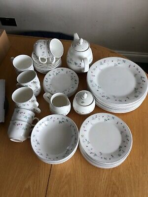 ROYAL DOULTON Expressions STRAWBERRY FAYRE 55 Items • 50£