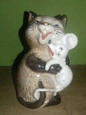Beswick Comical Cat Cuddling A Mouse  • 15.99£