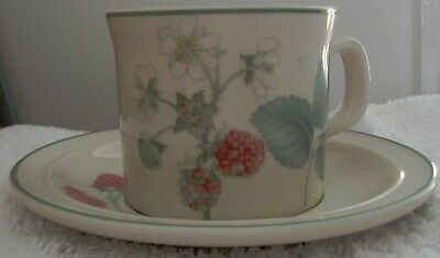 Wedgewood Raspberry Cane Cup & Saucer • 5.30£