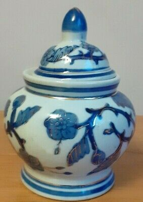 Small Ginger Jar. Blue White And Gold. 13cm High • 5£