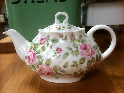 Beautiful Vintage Style Queens China Cottage Rose Teapot - 1 Litre • 40£
