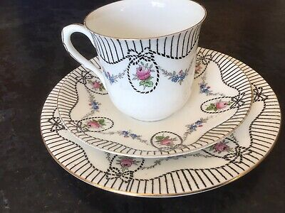 Shelley Trio Roses Swags Bows Ribbons 10886 Cup, Plate, Saucer Small Chip On Cup • 10£