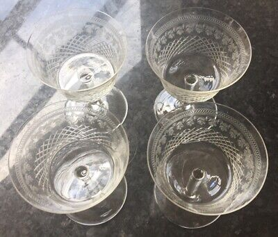 A Good Set Of 4 Pall Mall Or Lady Hamilton Champagne Glasses • 45£