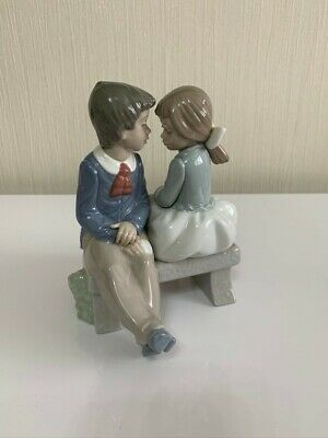 Nao By Lladro - First Love (Boy And Girl) • 10.75£