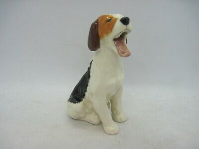 Royal Doulton Dog Figure Foxhound / Beagle / Terrier Yawning HN1099 • 17.99£