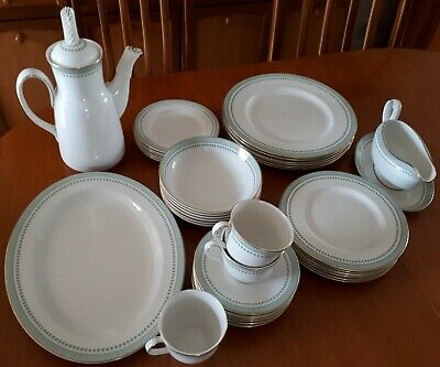 ROYAL DOULTON BERKSHIRE DINNER SERVICE - 34 Piece • 150£