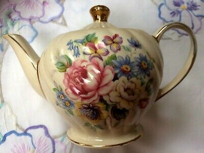 Pretty Floral Vintage SADLER Small One Cup Teapot. • 9.99£