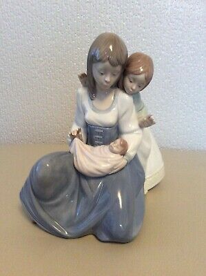 Beautiful - Large - Nao Figurine - Mother, Baby And Child - Boxed • 60£